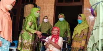 PC Muslimat NU Kota Kediri Salurkan Santunan Kepada Anak Yatim dan Warga Terdampak Pandemi