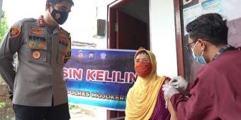 Vaksinasi Door to Door untuk Lansia di Kota Mojokerto Gunakan Motor Vaksin Keliling