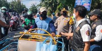 HDCI Kediri Raya Kolaborasi Dengan Polres Kediri Kota Gelar Baksos Bagi-Bagi Sembako