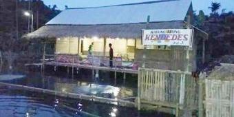 Menikmati Aneka Masakan Ikan Sambil Terapung di atas Rawa di Warung Apung Kolam Pancing Kendedes