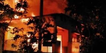 Gudang Home Industri Sepatu di Sidoarjo Habis Terbakar