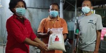 Anggota DPRD Jatim Bagikan Sembako Kepada Warga Terdampak Pandemi di Kediri