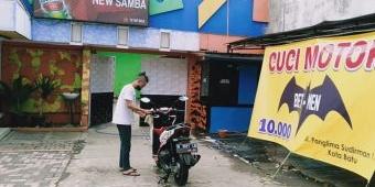 PPKM Diperpanjang, Karyawan New Samba Karaoke 'Alih Profesi' Jadi Tukang Cuci Motor dan Dagang Degan