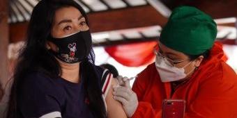 300 Warga Terima Vaksinasi di Rumah Dinas Wali Kota Batu
