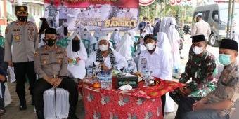 Bupati Fauzi Tinjau Langsung Pelaksanaan Vaksinasi di Dua Pondok Pesantren