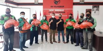 DPC PDIP Sidoarjo Salurkan Sembako Bambang DH ke Warga Tidak Mampu dan Pengemudi Ojol