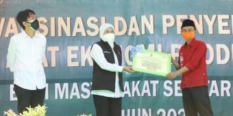 Gubernur Khofifah Serahkan Alat Ekonomi Produktif pada 7 KTH dan KUPS di Madiun, Magetan, dan Ngawi