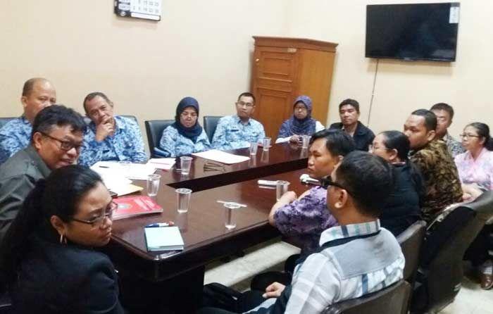 LPT Surabaya saat menuntut perda disabilitas direvisi, beberapa waktu lalu. | Bangsaonline.