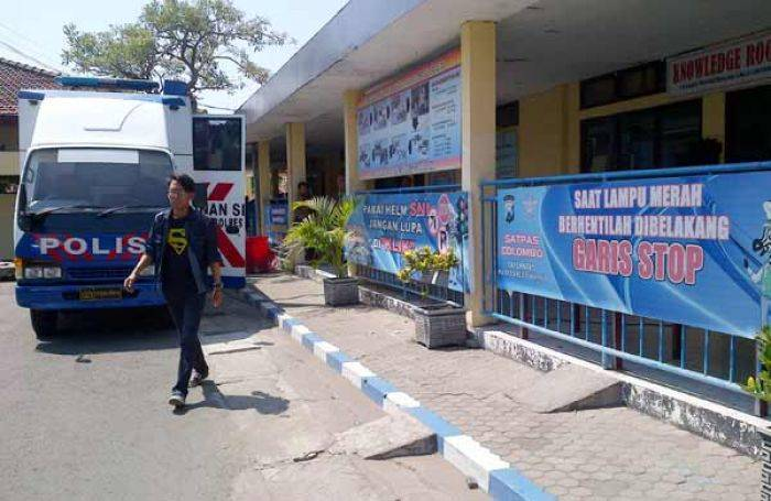 Pengaju Sim Di Satpas Colombo Surabaya Membludak