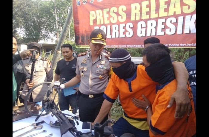 Polres Gresik Tembak Komplotan Pencuri Kendaraan Roda Empat