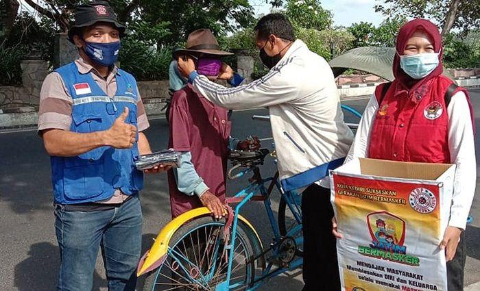 Terus Kampanyekan Jatim Bermasker, Pemkot Kediri Bagikan 1.500 Masker ke KPM