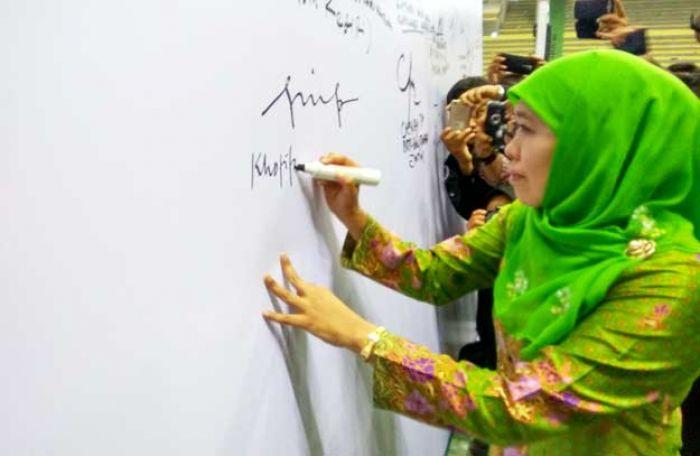 Peringati Harlah Muslimat ke-71 di Kediri, Menteri Khofifah Kukuhkan Laskar Anti Narkoba