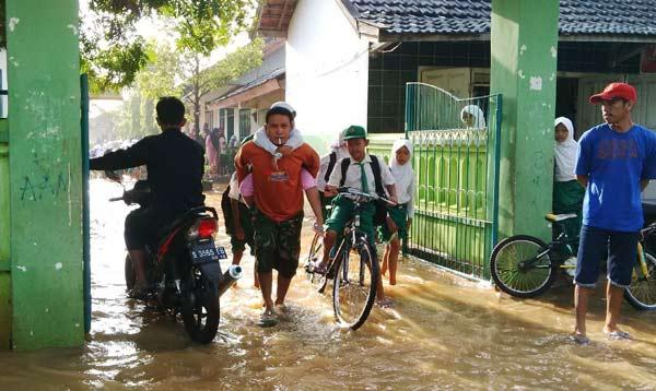 3 Desa Terendam Banjir, Dua Sekolah di Tuban Terpaksa ...